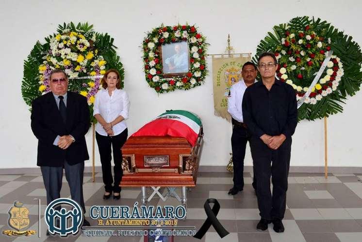 Guardia de honor ante el Féretro del Cronista Gonzalo Ramírez.