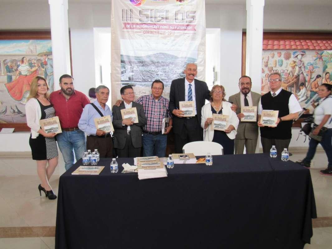 Los asistentes al evento en la foto del recuerdo